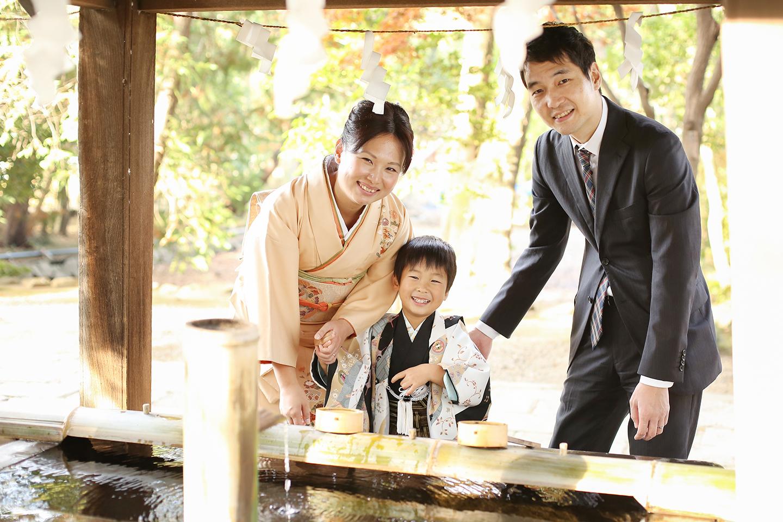 手水と家族写真