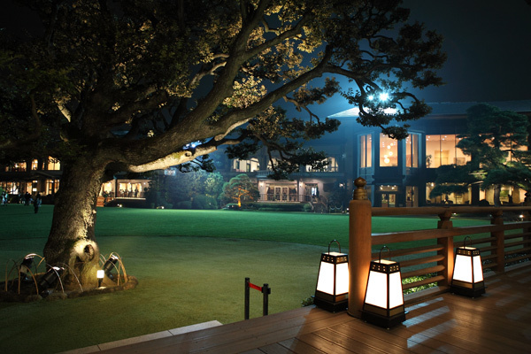 明治記念館 夜の庭園