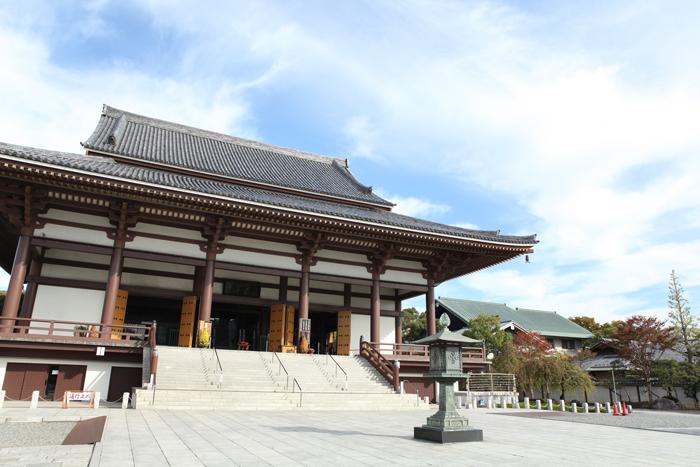 西新井大師の本殿