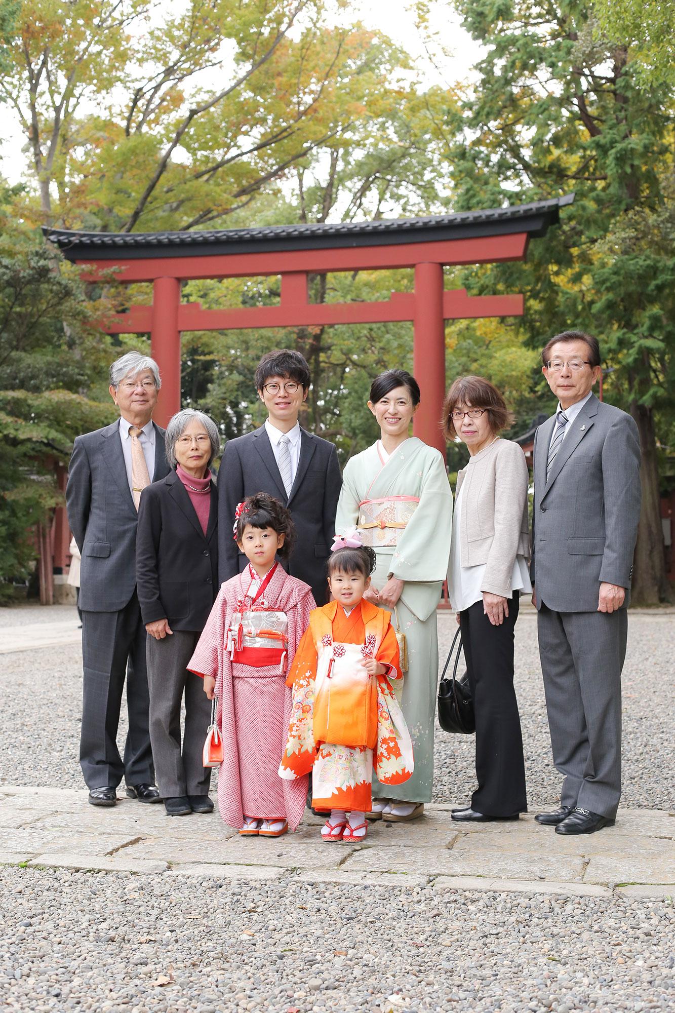武蔵一宮氷川神社で七五三の家族写真