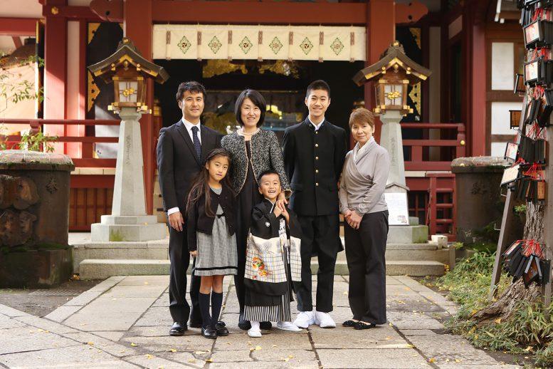 素戔嗚神社で家族写真撮影サムネイル