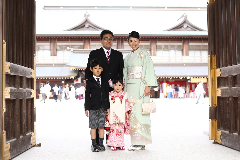 寒川神社で家族写真撮影
