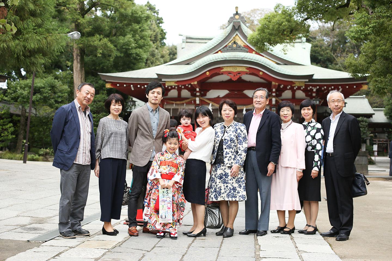 久伊豆神社で七五三の出張撮影(家族写真)