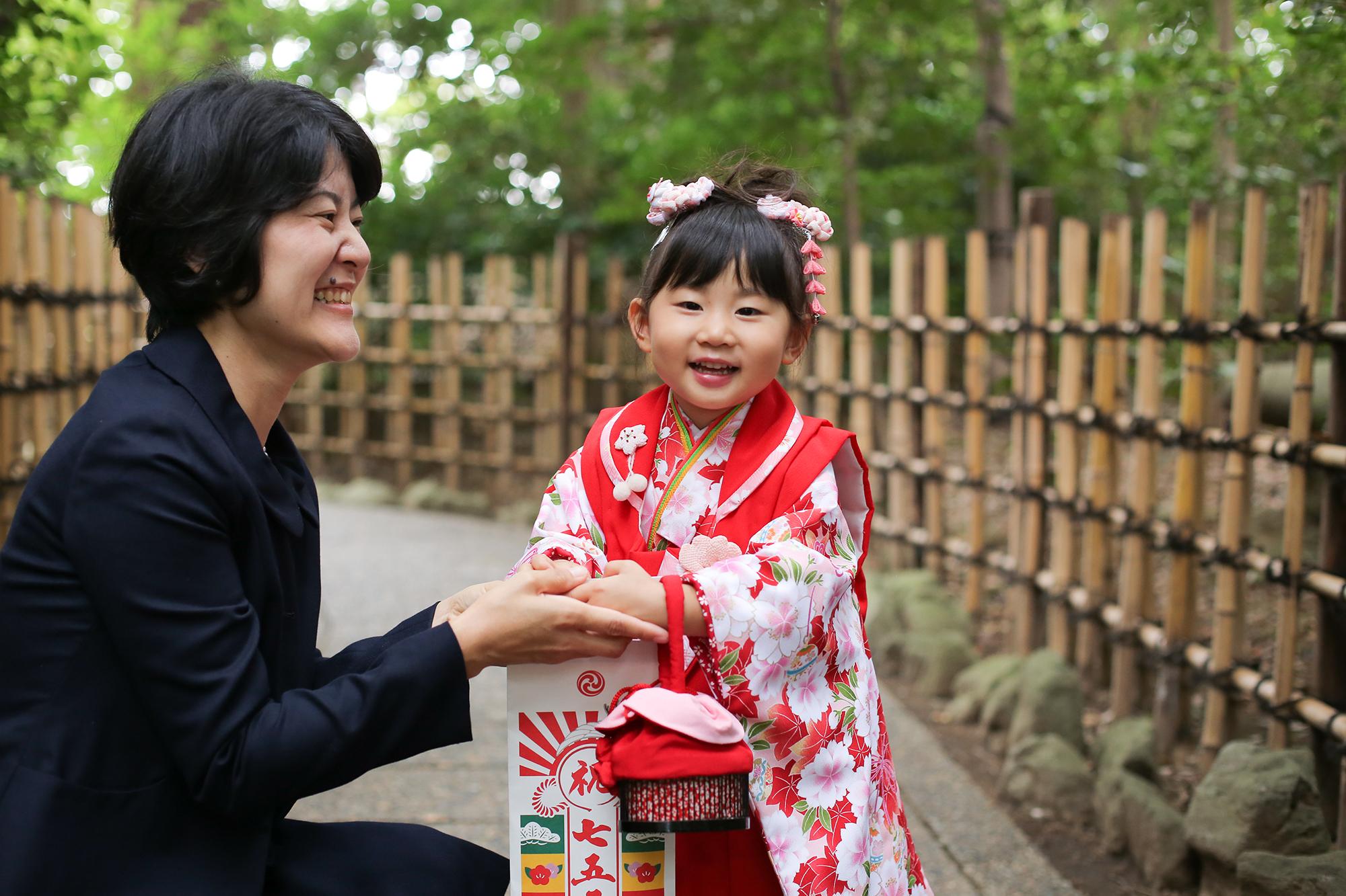 3歳笑顔の女の子