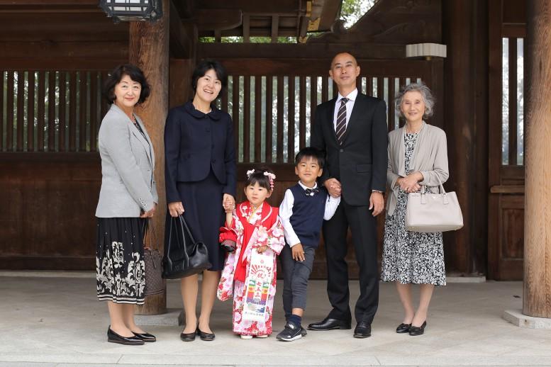 寒川神社で家族写真の撮影