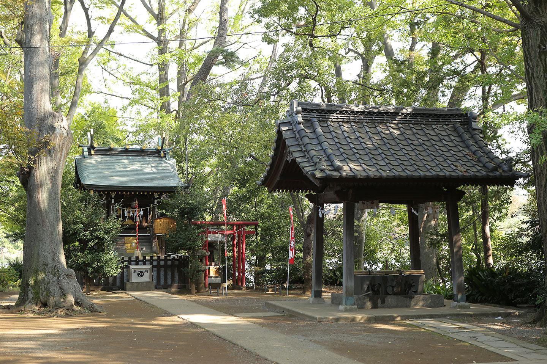 千束八幡神社の境内