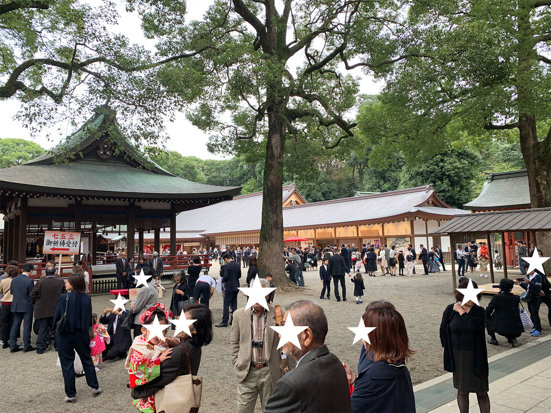 秋の七五三シーズンで混雑する大宮氷川神社