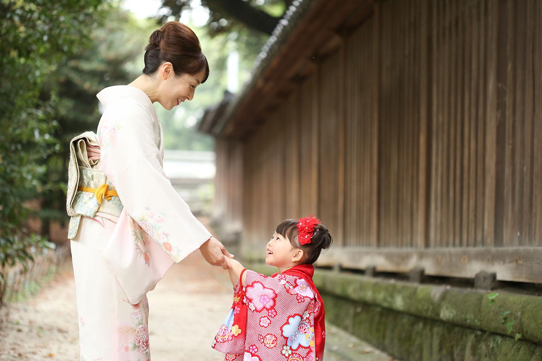 着物のママと被布の女の子