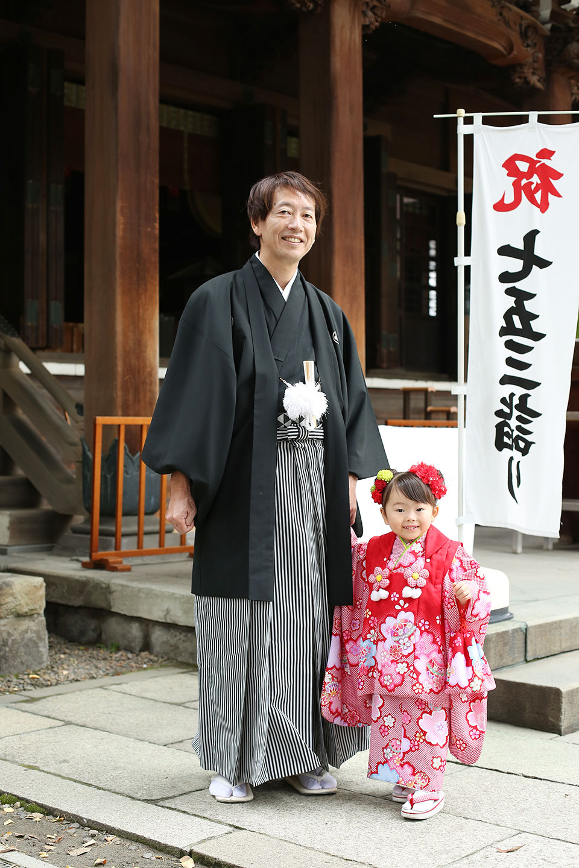 袴のパパと3歳七五三の女の子