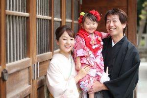 にっこり笑顔の家族写真