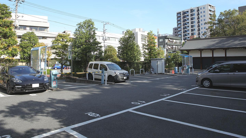 根津神社の駐車場