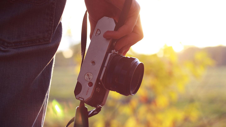 カメラマンのマッチングサイトは何故安いのか