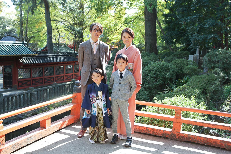 根津神社で七五三の家族写真撮影2