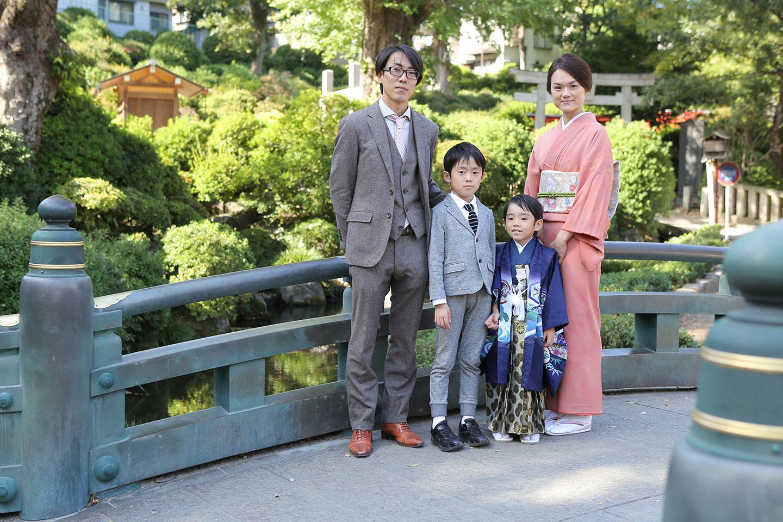 根津神社で七五三の家族写真撮影
