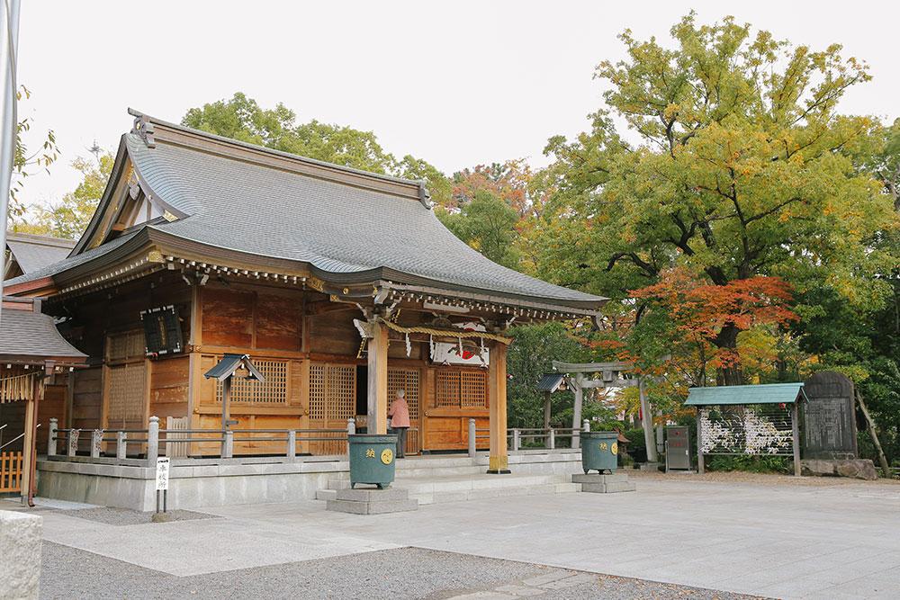 蕨神社の本殿にお参り