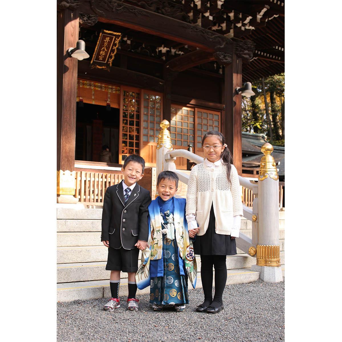 社殿の前で記念撮影