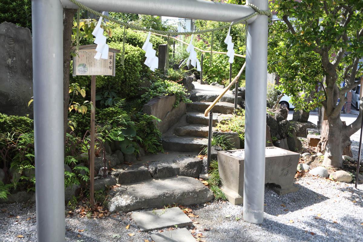 小型富士山への階段