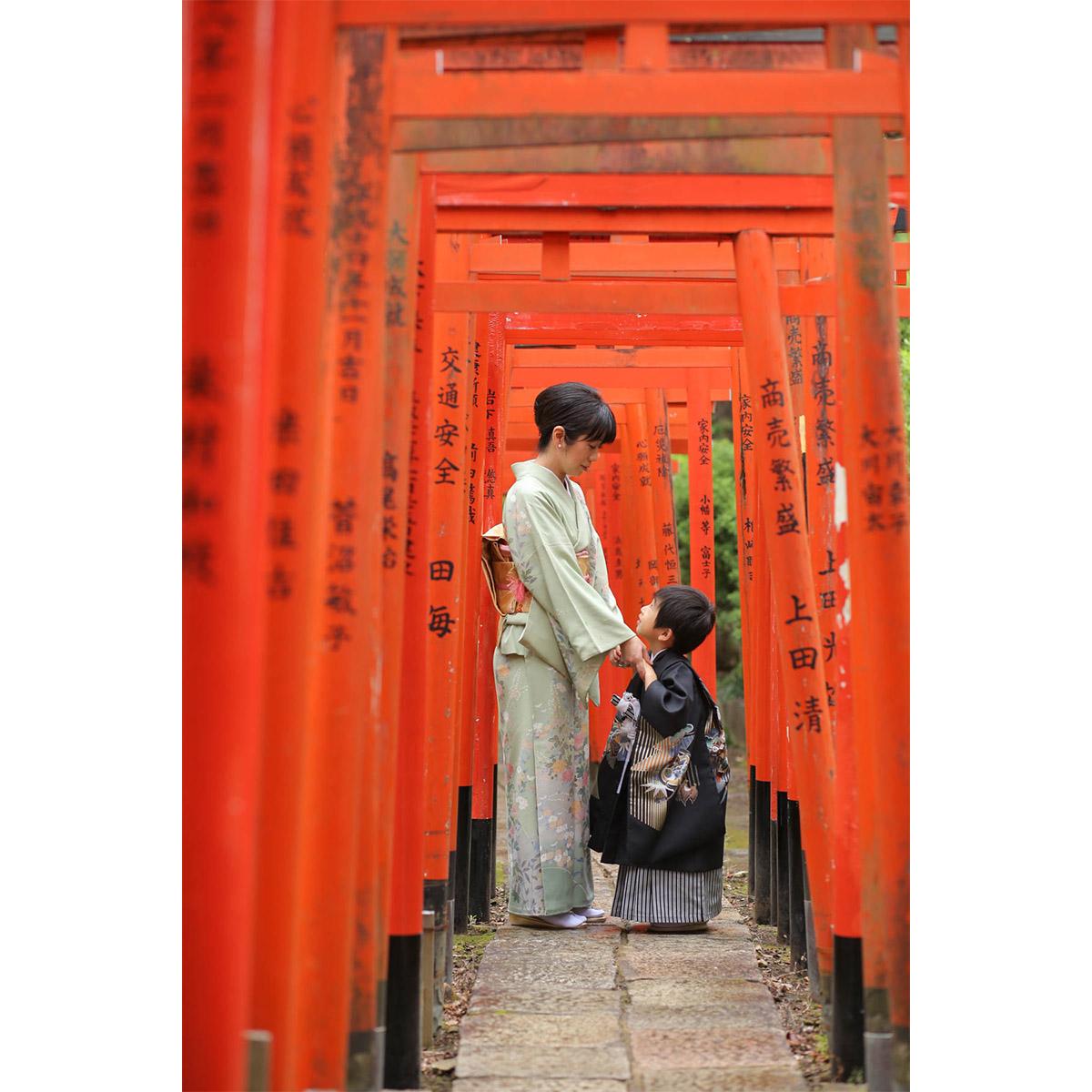 根津神社 千本鳥居でママとツーショット