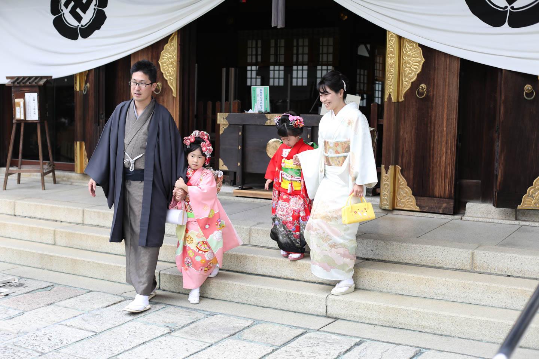 松陰神社に出張撮影 拝殿へ参拝2