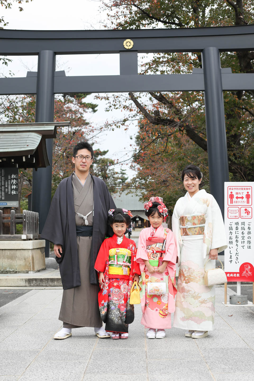 松陰神社 鳥居前で集合(家族)写真