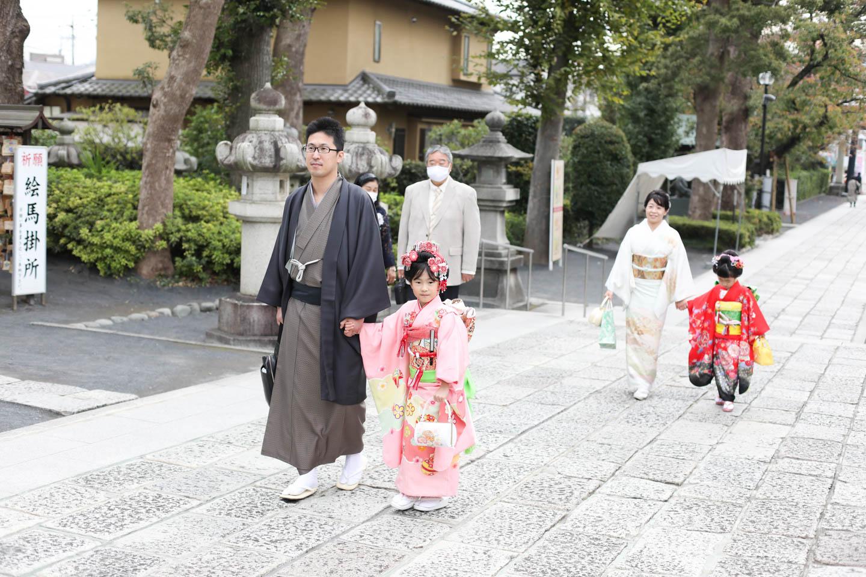 松陰神社に出張撮影 本殿前まで移動