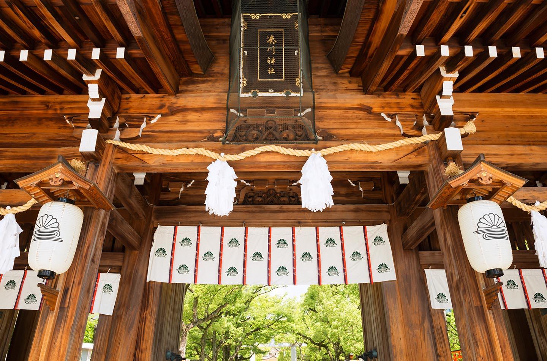 湊川神社の本殿・看板