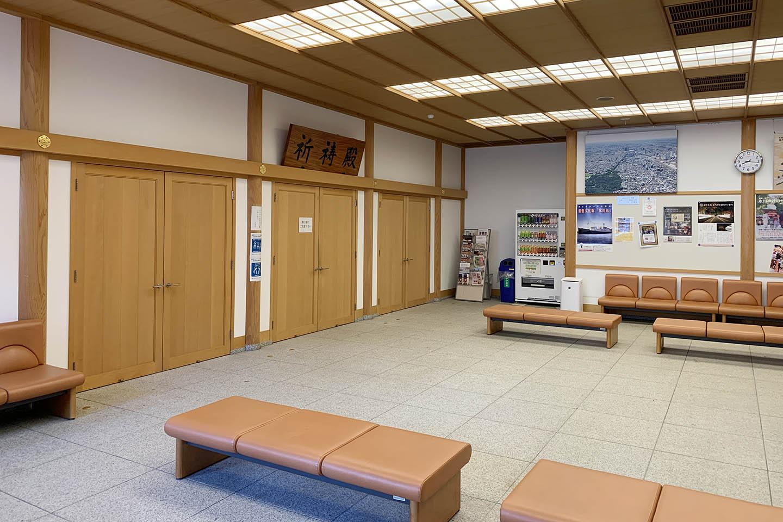 大宮氷川神社の広い待合所